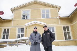 Mikael Rosén och Robert Nyman har startat ett fastighetsbolag tillsammans. Första fastighetsköpet är Västra skolan i Söderhamn.