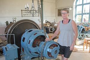 Det finns en större och en mindre turbin inne på kraftstationen, som växelvis användes beroende på vattenmängden i bäcken utanför.