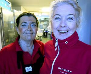 Mi Leijding och Gunilla Bergström håller ställningarna i köket på Brunnsgatan.