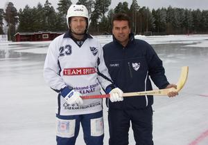 2007 återvände Dan Hjelm till moderklubben IFK Rättvik. Här med dåvarande tränaren Anders Lundin. Foto: Arkiv, Dalademokraten