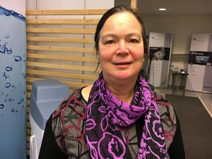 Amelia Morey Strömberg på Utvecklingscentrum för vatten säger att boende med egen brunn måste börja spara på vattnet.
