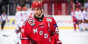 Modo Hockeys evighetsmaskin Oscar Hedman gör sin 600:e match i Modo-tröjan. Bild: Robbin Norgren