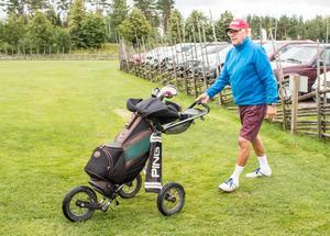 Stig Nordin gör sig redo för en golfrunda.