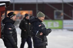 Pelle Fosshaug är på väg att se sitt Peace & Love City ta två tunga poäng i Falun