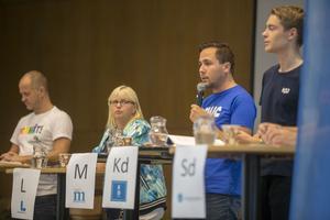 Moderata ungdomsförbundet hade skickat sin förbundsordförande Benjamin Dousa för att representera Moderaterna i Polhems skoldebatt.