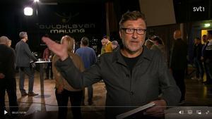 Janne Josefsson var programledare när SVT-programmet Sverige möts sände direkt från Orrskogen i onsdags. Bild: Skärmdump