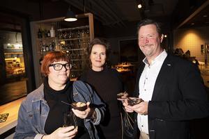 Anna Frisk, Tina Stjernberg och Ulf Karnell gillade maten.