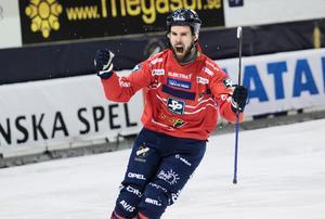 Edsbyns egen bomber Mattias Hammarström säkrade klubbens 19:e SM-final.