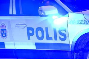 Villaägaren larmade polisen efter att blivit utsatt för dörrknackandet andra natten i rad. Men patrullen kom för sent.