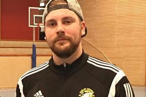 Skälby IBK:s sportchef Martin Nilsson som är initiativtagare till klubbens insamling till Mustaschkampen.