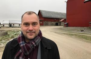 Johan Eriksson på Mycklinge gård. Foto: Robert Axelsson.