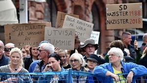 Publik och demonstranter samlades när Jimmie Åkesson (SD) ska höll torgmöte i Malmö på fredagen i slutet av augusti. Bild: Johan Nilsson/TT