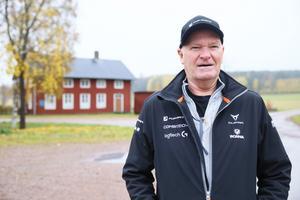 Leif Ekström är styrelseordförande i Åsgarns bygdegård, som ligger intill korsningen.