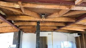 Innertaken är borta och nu pågår sanering. Sedan ska det göras i ordning ventilation i det kommande hyreshuset.Foto: Pressbild