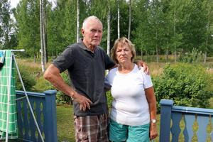 Arne och Elisabeth Nilsson är tillbaka i sitt hus i Sandviken efter att ha flytt skogsbranden i Hälsingland.
