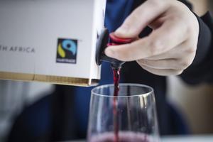 Det kan vara klokt att i nuvarande situation begränsa sin alkoholkonsumtion och helst avstå helt, skriver debattförfattaren.