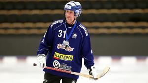 Vi följde Johan Sixtensson under ett träningspass i Sparbanken Lidköping Arena.
