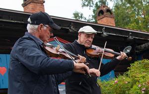 Fiolspel av Kungs Levi och Alm Nils. (foto Sven Gräfnings)