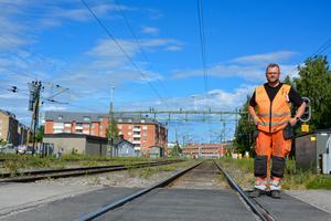 Peter Sandström är fjärde generationens järnvägsarbetare. Han upplever att beslutsvägarna är längre efter avregleringen.
