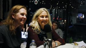 Ulrika Beijer, programledare, och Catarina Denkert, marknadsansvarig på Hudikgymnasiet.