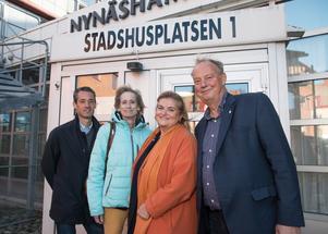 Daniel Adborn (L), Maria Gard Günster (C), Antonella Pirrone (KD) och Harry Bouveng (M) bildar med sina partier ett nytt borgerligt styre för Nynäshamns kommun. Konstellationen får stöd av SN och PPN.