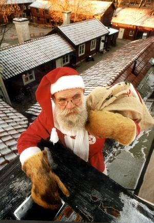 Erik Wannhagen var i många år tomten som barn kunde besöka i Wadköping. Bilden är från 1999. Foto: Kicki Nilsson/NA