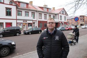 Gamla Folkets hus kan rivas och ersättas av nya bostäder, framhåller Jesper Gustafsson som är Moderaternas talesperson i samhällsbyggnadsnämnden.