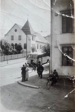 Gamla stadsbilder över Avesta. Bild på kyrkan tagen nerifrån Skvallertorget. År: okänt. Bild: privat