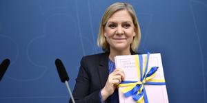 Finansminister Magdalena Anderssons vårbudget innehåller nästan bara C- och L-förslag. Men innehållet i en vårbudget är bara småsmulor jämfört med de pengar som fördelas i en höstbudget. Det är därför i höst som det verkliga testet kommer om Socialdemokraterna följer januariavtalet. Foto: Naina Helén Jåma, TT.