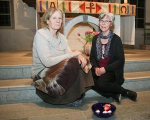 Karin Fjellstjärna leder kristen djupmeditation och Ingeborg Lindqvist Torstensson håller i de Heliga danser i Viby kyrka. De kör varannan torsdag.