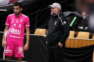 IBF Faluns Omar Aldeeb och tränaren Thomas Brottman. Foto: Per Wiklund/Svensk innebandy