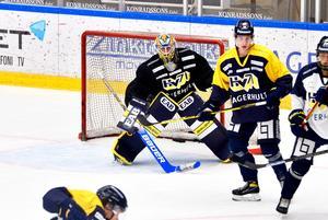 19-årige Hugo Alnefelt vill ha en större roll i laget den här säsongen och lyfter samtidigt fram relationen till och konkurrensen med målvaktskollegan Jonas Gunnarsson som något väldigt positivt.