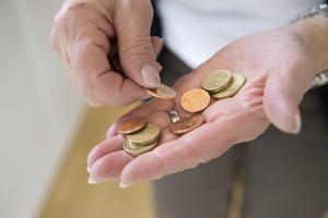 Cash is king? Nja, kanske inte i dessa tider. De svenska mynten är svåra att känna igen, betalkort och swish är mer populärt.  Foto: