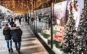 Sociologen Zygmunt Bauman menar att konsumentens uppgift är att höja sig ur  en grå och matt osynlighet. Foto: Tomas Oneborg
