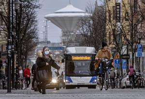 Efter en flytt av en hållplats kan insändarskribentens morföräldrar inte ta bussen in till Örebro centrum längre.