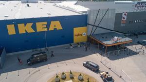 Ikea beklagar det inträffade men kommer inte att ta glaset ur sortimentet, trots flera liknande incidenter.