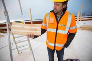 Stefan Carlbaum Jonsson som är vd för Gävle parkeringsservice kallar parkeringshuset – som är det största i Sverige som är byggt i trä – för bolagets flaggskepp. Men än så länge är det en rejäl förlustaffär.