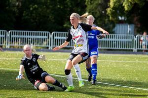Ella Gunnarsson har precis rakat in 3–1 för BK30 – hennes andra mål i matchen.