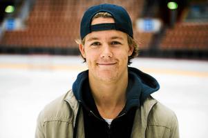 Nu strävar Hållander uppåt – efter säsongen i Luleå Hockey har han målet att spela i USA.