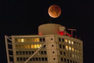 Senast Supermånen var på besök, 28 september 2015, siktades den precis ovanför Turning Torso i Malmö – bland annat.