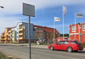 Ett litet torg ska anläggas i hörnet Väderleksgatan-Lillhamragatan, där byggbarackerna står i dag.  Fartgränsen på Väderleksgatan ska sänkas till 40 km/tim. Det kan även bli farthinder vid den kommande passagen för gående till och från busshållplatsen.