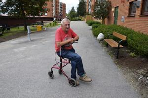Bengt Olsson kände sig utlämnad när han fick punktering på E 14.