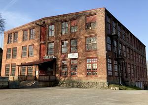 Vinylfabriken är störst i Norden och ensamma i Sverige.