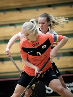Kaptenerna i en duell – Sundsvalls Anna Östman mot Öviks Johanna Blomqvist.