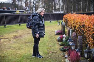 Carina Johansson besökte flera gravar på Bydalens begravningsplats.