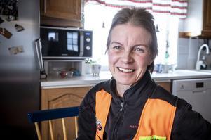 Eva Blomqvist hemma i köket utanför Strömsund.