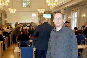 Mattias Rösberg (SJVP) tror att det förutom strukturåtgärder även kommer att komma en skattehöjning, vilket han tycker är olyckligt med tanke på de redan höga kommunalskatterna i länet: