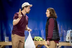 Hans Christian Thulin och Anna Lyons i Glasäpplen. Foto: Kicki Nilsson/ICON Photography