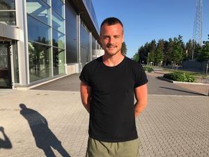 Eric Larsson har uppehåll från allsvenskan och passade på att åka hem och fira sin bästa kompis som fyllde år med lite tävlingar på Gavlehov.