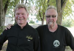 Krögaren Peter Karlsson och kompisen Tor Hägglund längtar efter att få lyssna på Spotnicks låtar.